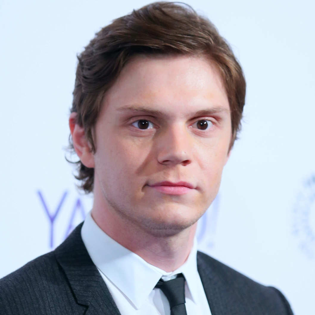evan peters gif hunt