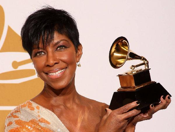 natalie-cole-with-grammy